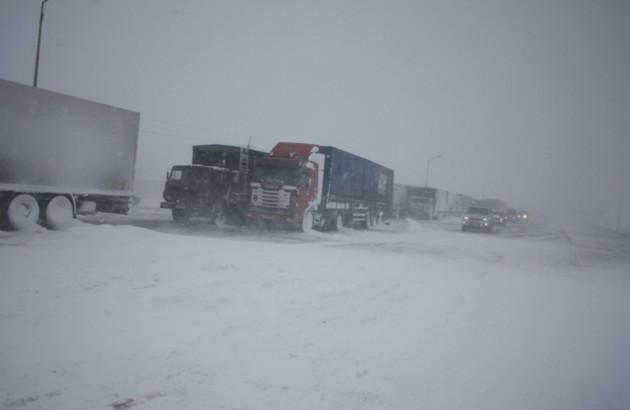 дороги казахстана занесены снегом