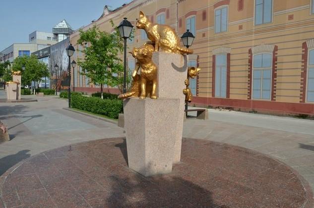 памятник сибирским кошкам в тобольске