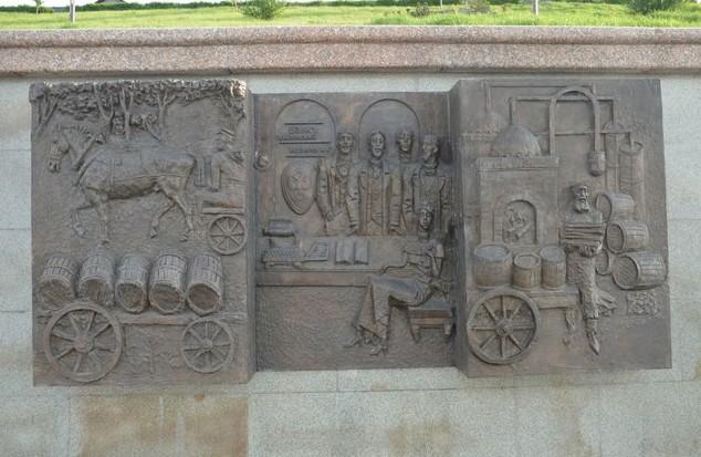 памятник на набережной тобольск тура