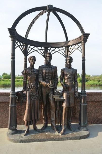 памятник на набережной тобольск на туре