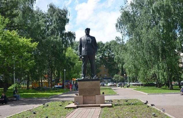 памятник маяковскому уфа
