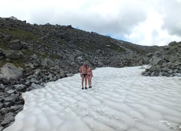 снег на озере артемьева