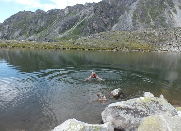 купание в озере артемьева