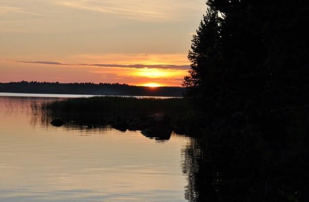 закат в карелии на озере