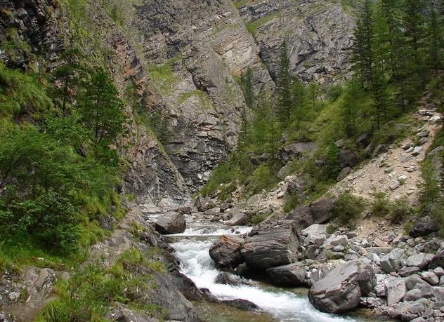 горная река кынгарга на аршане