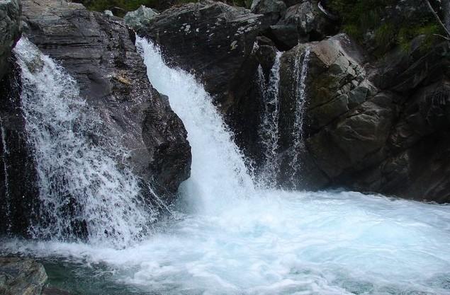 водопад на аршане возле байкала