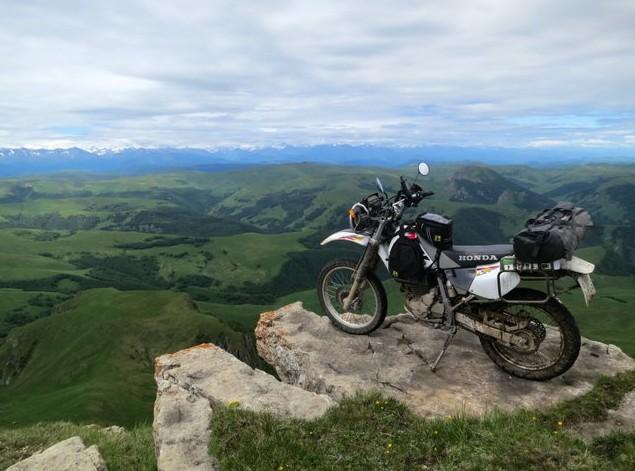 мотоцикл на плато бермамыт
