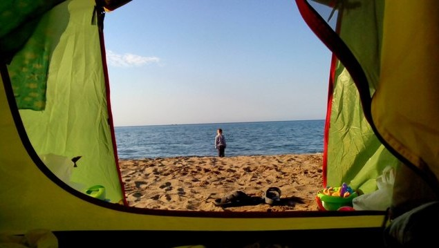 утро в палатке на море
