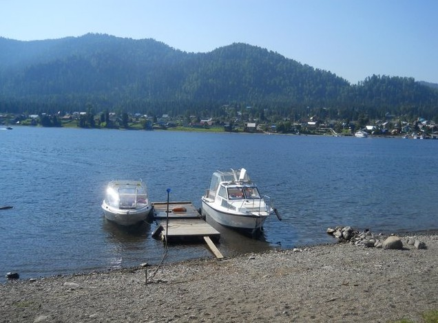 наш катер на телецком озере