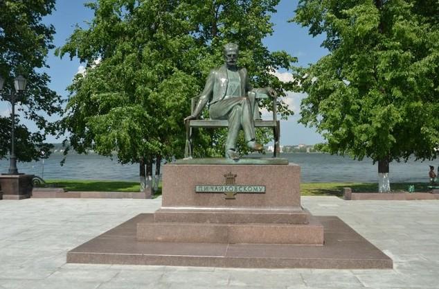 памятник чайковскому сарапул