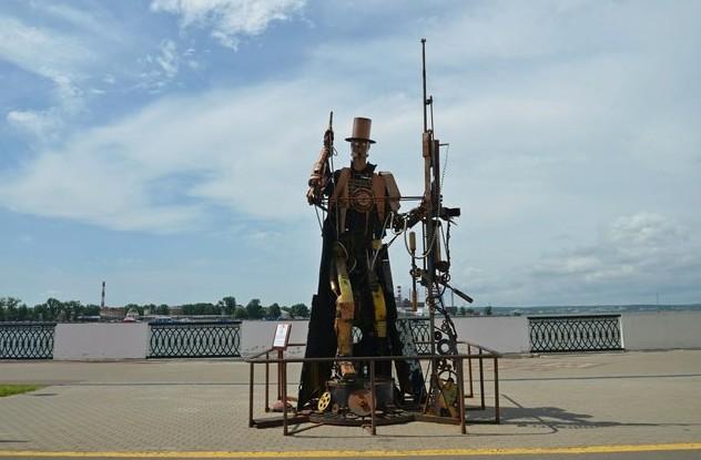 Интересные скульптуры на набережной Ижевского пруда стрелок