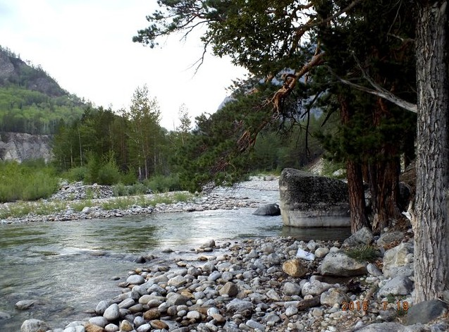 камень корабль на реке алла