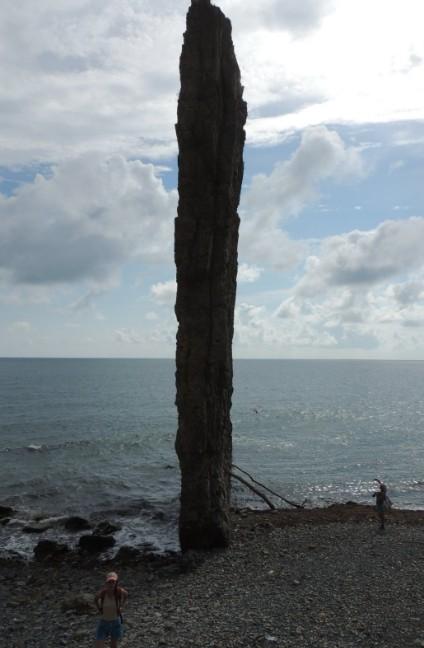 скала парус на море
