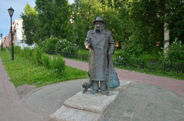 Памятник сказочнику Степану Писахову