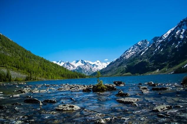 среднее мультинское озеро на алтае