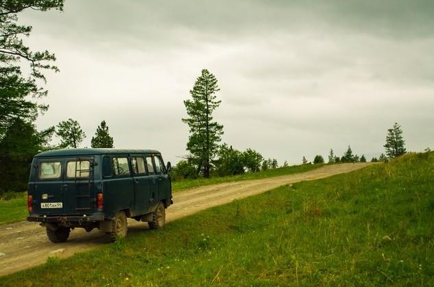 горная дорога к озерам красной горы