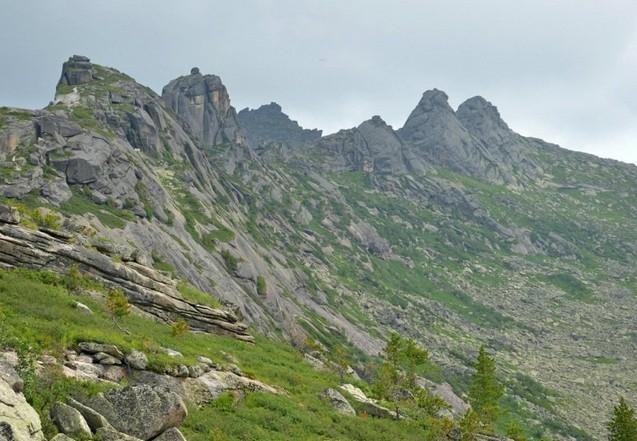 горы в парке ергаки