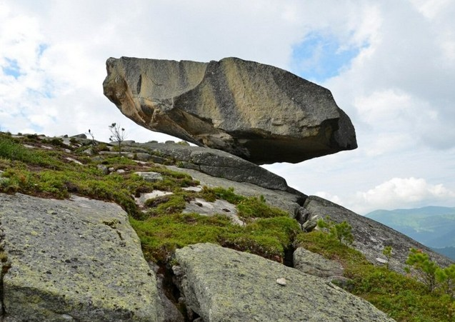 Висячий Камень в ергаки