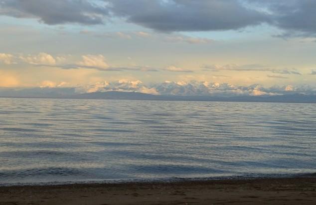 горное озеро иссык-куль киргизия