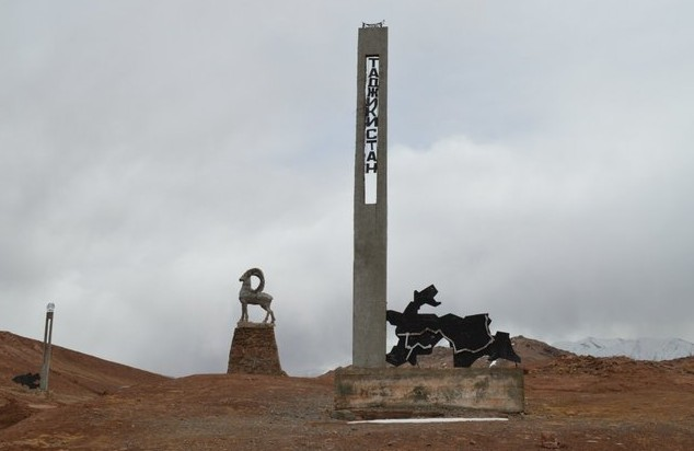 стела таджикистан в горах