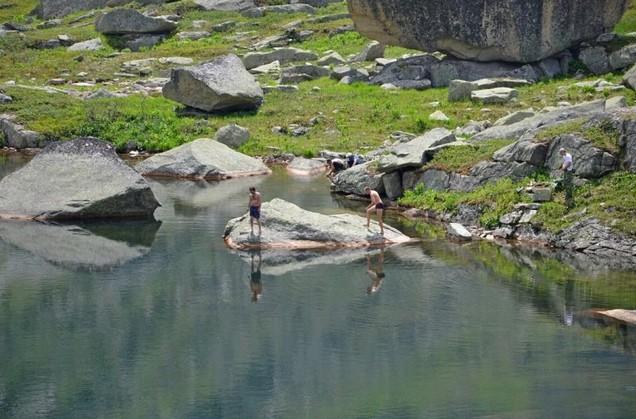 купание на озере нижнее буйбинское