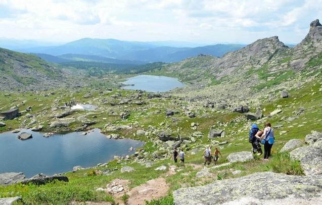 путешествие на скалу парабола  встречные туристы