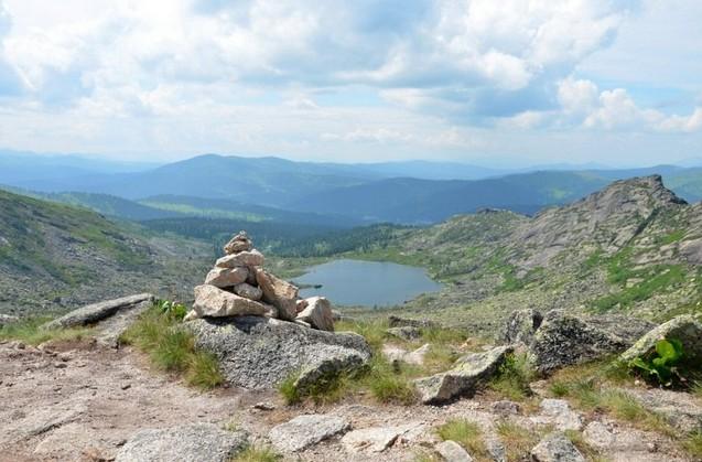 вид на озеро Нижнее Буйбинское с перевала Художников