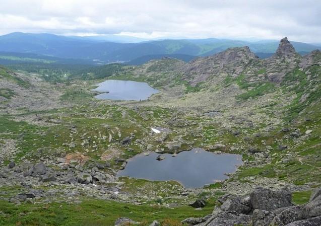вид с перевала художников на горные озера