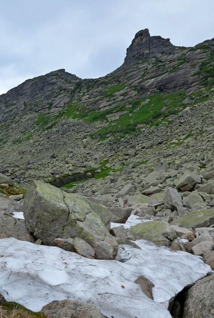 снежники по дороге на скалу парабола