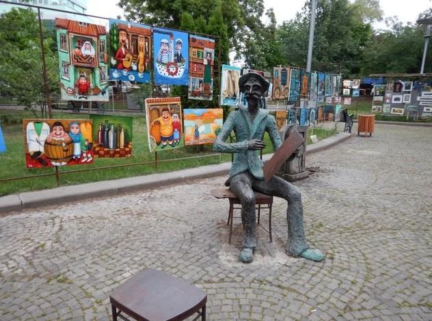 памятник  художнику на Сухом мосту