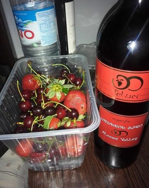 поездка в грузию вино и фрукты