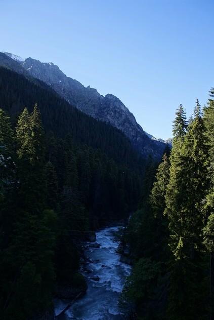 горная река на домбае