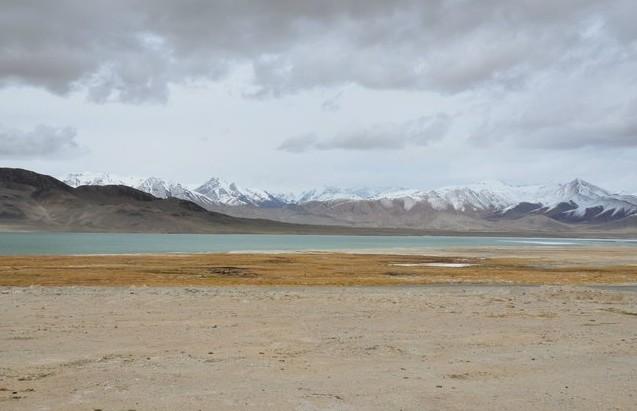 высокогорное озеро на памире