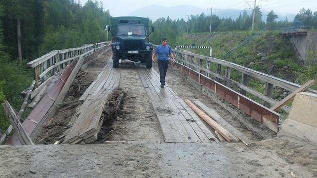 сломаный мост через реку Малый Гоуджекит