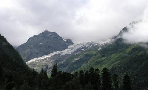 Горы, лес, облака трасса а155