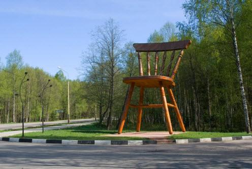 Трасса А104, гигантский стул в Дубне