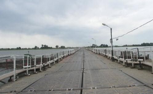 Трасса А340, понтонный мост через реку Бузан