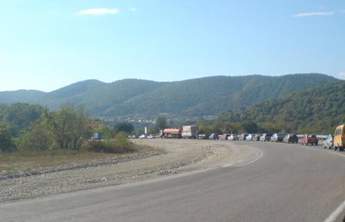Трасса М27, пробка летом