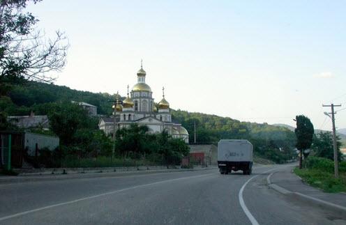 Трасса М27, церковь Ольгинка