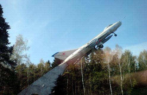 трасса А103, памятник самолет поворот Чкаловский