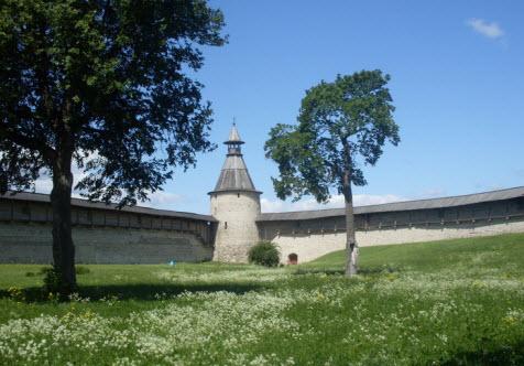 Башня Кутекрома вид от Троицкого собора трасса М20