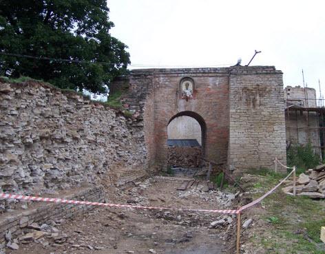 Главные ворота, Никольский захаб, Изборск, трасса А212