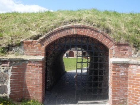Главный вход в крепость Корела, достопримечательности трассы М10 и трассы А129