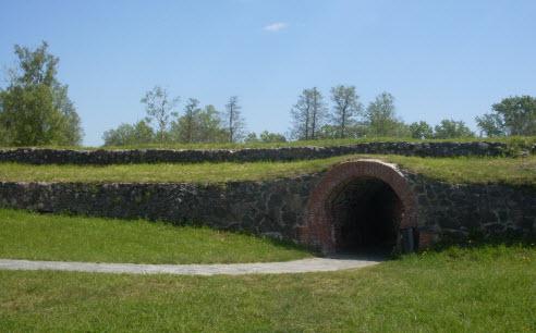 Крепостная стена и тайный лаз крепость Корела, трасса М10 и трасса А129