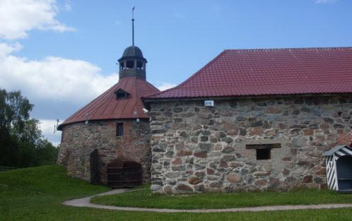 Круглая башня и старый арсенал, достопримечательности трассы М10 и трассы А129