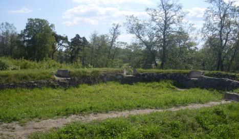 Остатки башни 1362 г крепость Корела, достопримечательности трассы М10