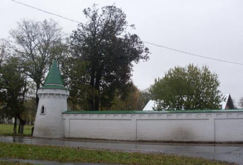 Свято-Успенский девичий монастырь, часть стены с башней достопримечательности трассы М18