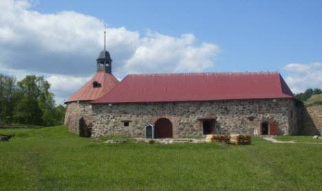 Старый арсенал и круглая башня, Приозерск, трасса М10