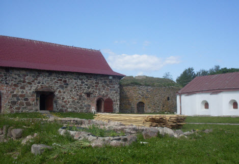 Старый арсенал, кавалер-бастион и новый арсенал, крепость Корела, трасса А129
