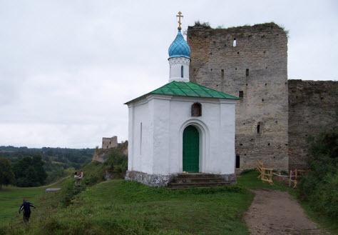 Талавская башня и Корсунская часовня, Изборск, трасса А212